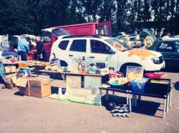 Das Ladevolumen wurde beim Flohmarkt am letzten Wochenende getestet. Leute sagten schon, es sähe aus, wie ein Ärzte-ohne-Grenzen-Fahrzeug auf dem Markt von Adis Abeba :)